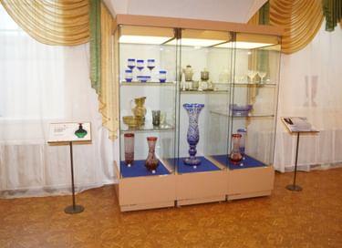 Выставка «Стекло Владимира Корнеева. К 90-летию художника»