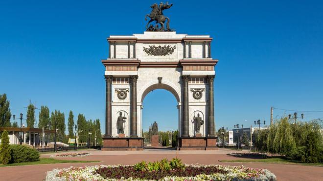 Мемориальный комплекс с арками и колонной Курчатов можно ли делать на три могилы 1 надгробие