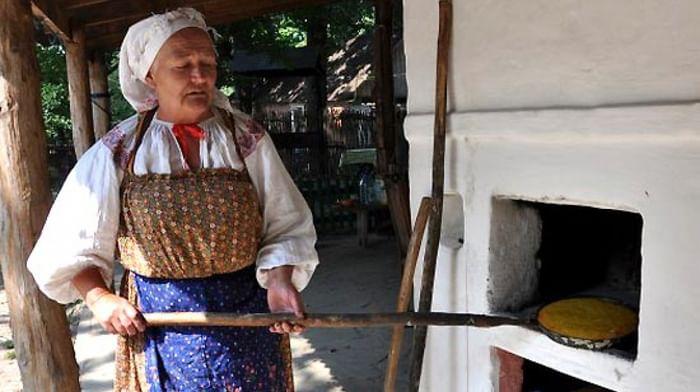 Приготовление каравая на «кукушкины именины» в селе Почаево Грайворонского района Белгородской области