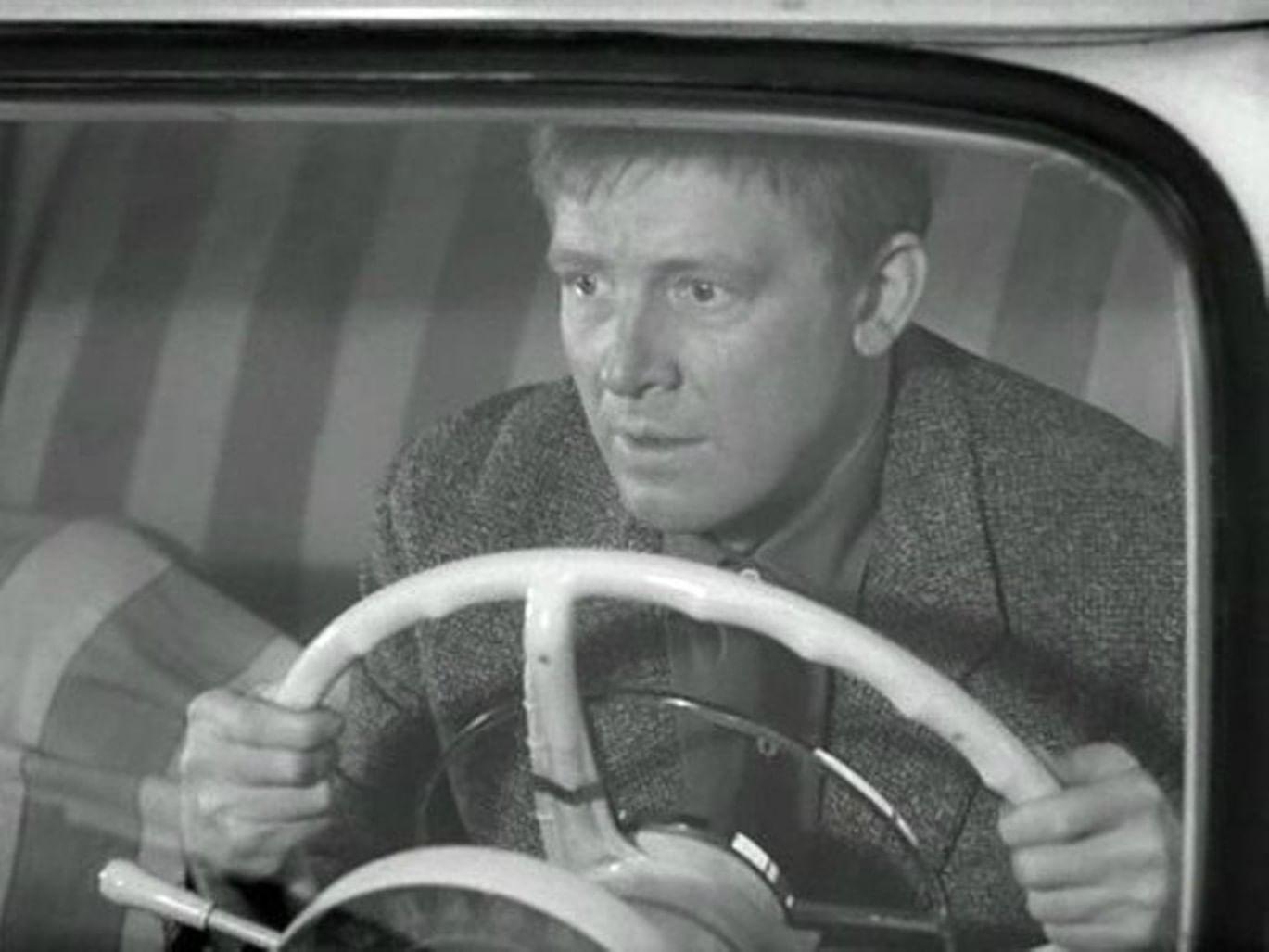 Кадр из фильма «Берегись автомобиля»