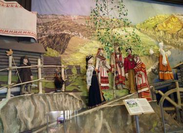 Этнографическая экспозиция «Жизненный круг в традициях и обрядах народов Поволжья конца XIX – начала XX в.»