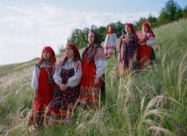 Выставка «Платье красно, за реку видно…»