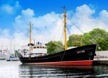 Экспозиция «Пионеры океанического лова» на рыболовецком траулере