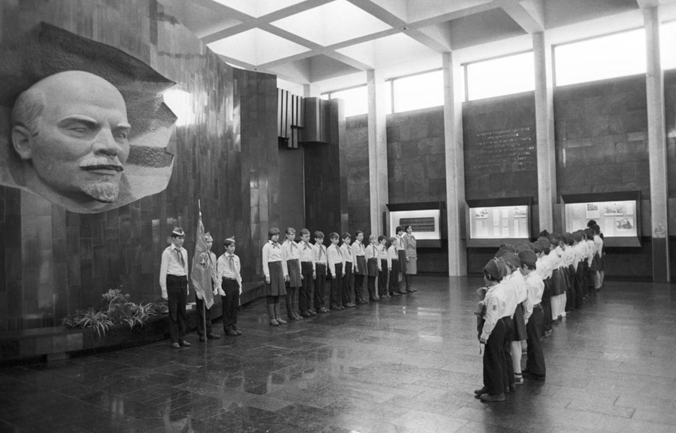 Выставка «Пункт назначения. Коммунизм»