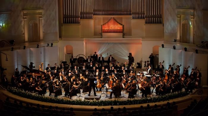 Цикл просветительских концертов «Истории с оркестром». Дирижирует и рассказывает Александр Лазарев