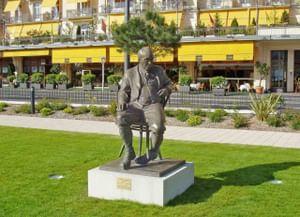 Памятник Владимиру Набокову в Монтре