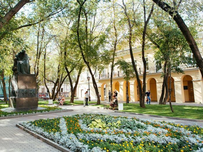 Лекция «Н. В. Гоголь и граф А. П. Толстой»