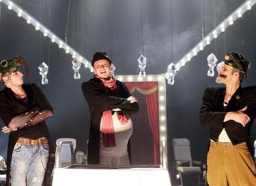 Спектакль «Трое на качелях»