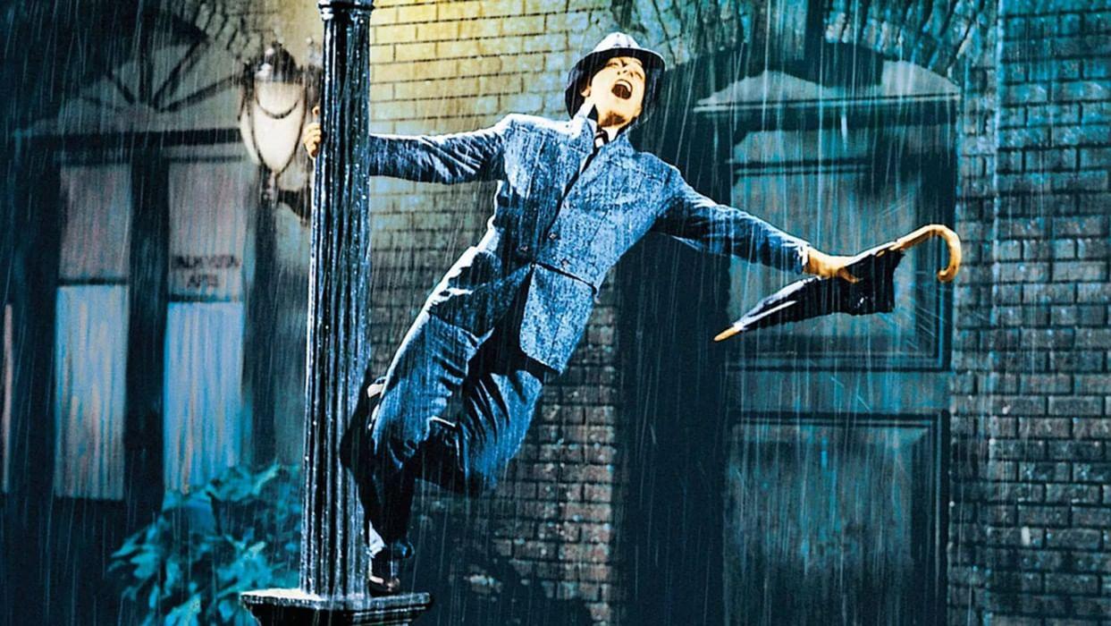 удивился, постер танцующие под дождем длиннее