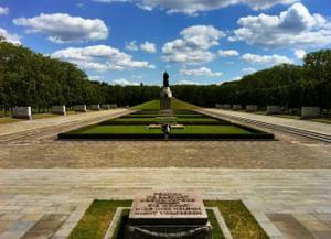 Воинский мемориал в Трептов-парке в Берлине