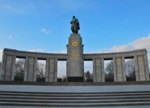 Мемориал павшим советским воинам в Тиргартене в Берлине