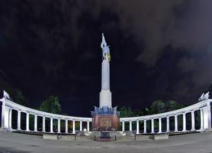 Советский мемориальный комплекс в Вене на Шварценбергплатц