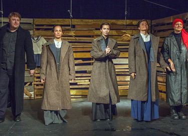 Спектакль «Три...»