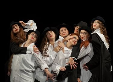 Спектакль «8 любящих женщин»
