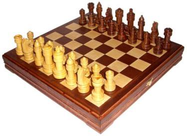 Занятия в шахматно-шашечном клубе «Четыре коня»