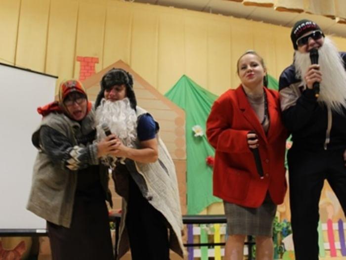 Театрализованное представление «Хорошо иметь домик в деревне»