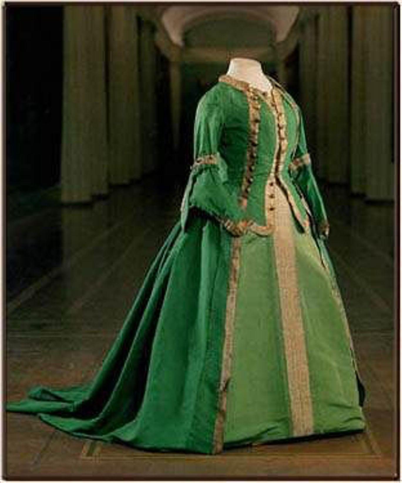 Мундирное платье Екатерины II. Фотография: pavlovskmuseum.ru