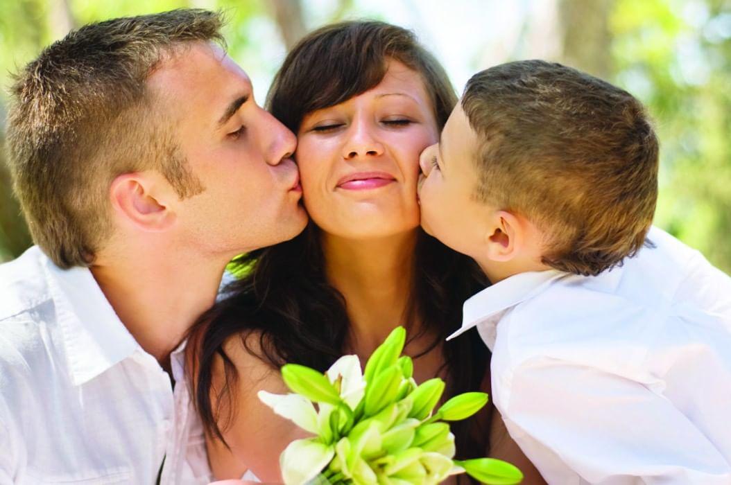 может фото семьи и взрослого сына что