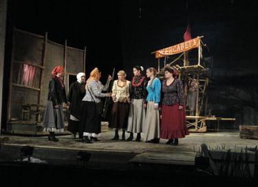 Спектакль «Бабий бунт»