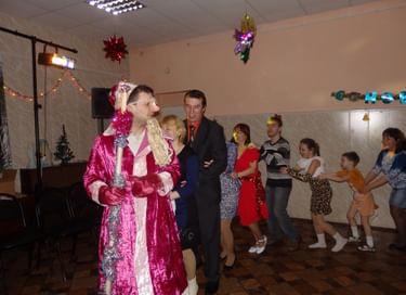 Программа «Новый год отметим вместе – танцем, юмором и песней!»