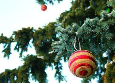 Выставка «Новогодние игрушки и сладости»