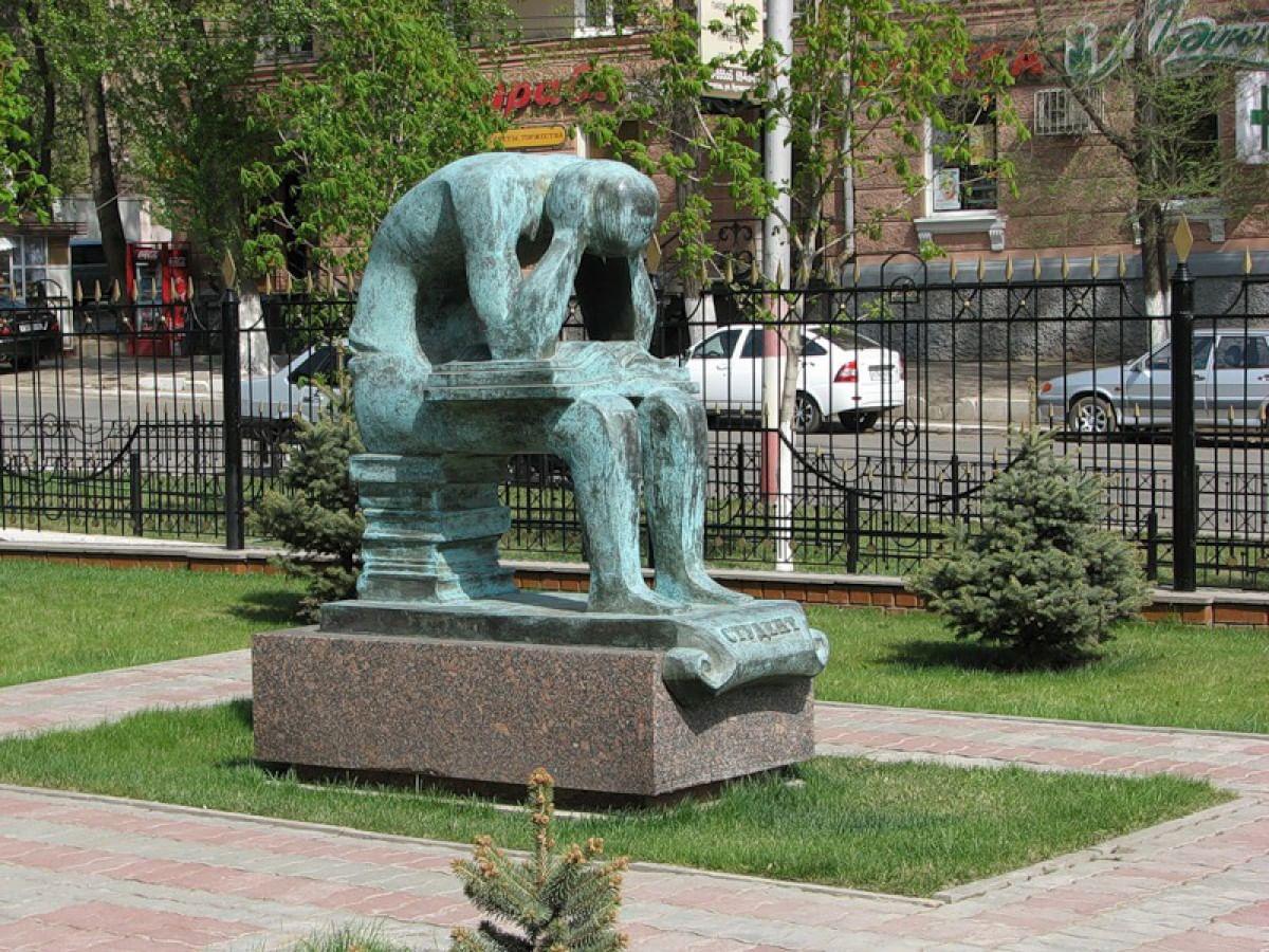 Памятник студенту в Саратове