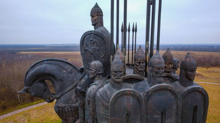 Памятник дружине Александра Невского в Пскове