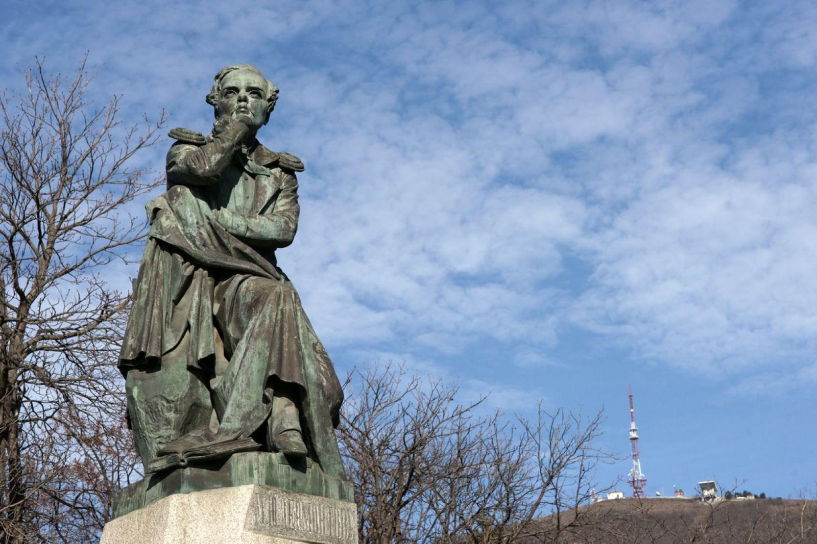 Памятник на могилу Лермонтов Лампадка из габбро-диабаза Черный Яр
