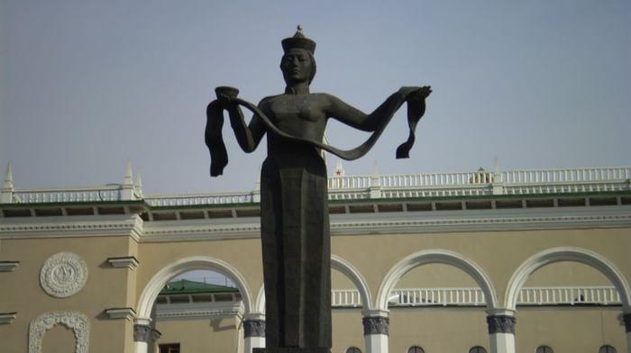 Скульптура «Мать Бурятия»