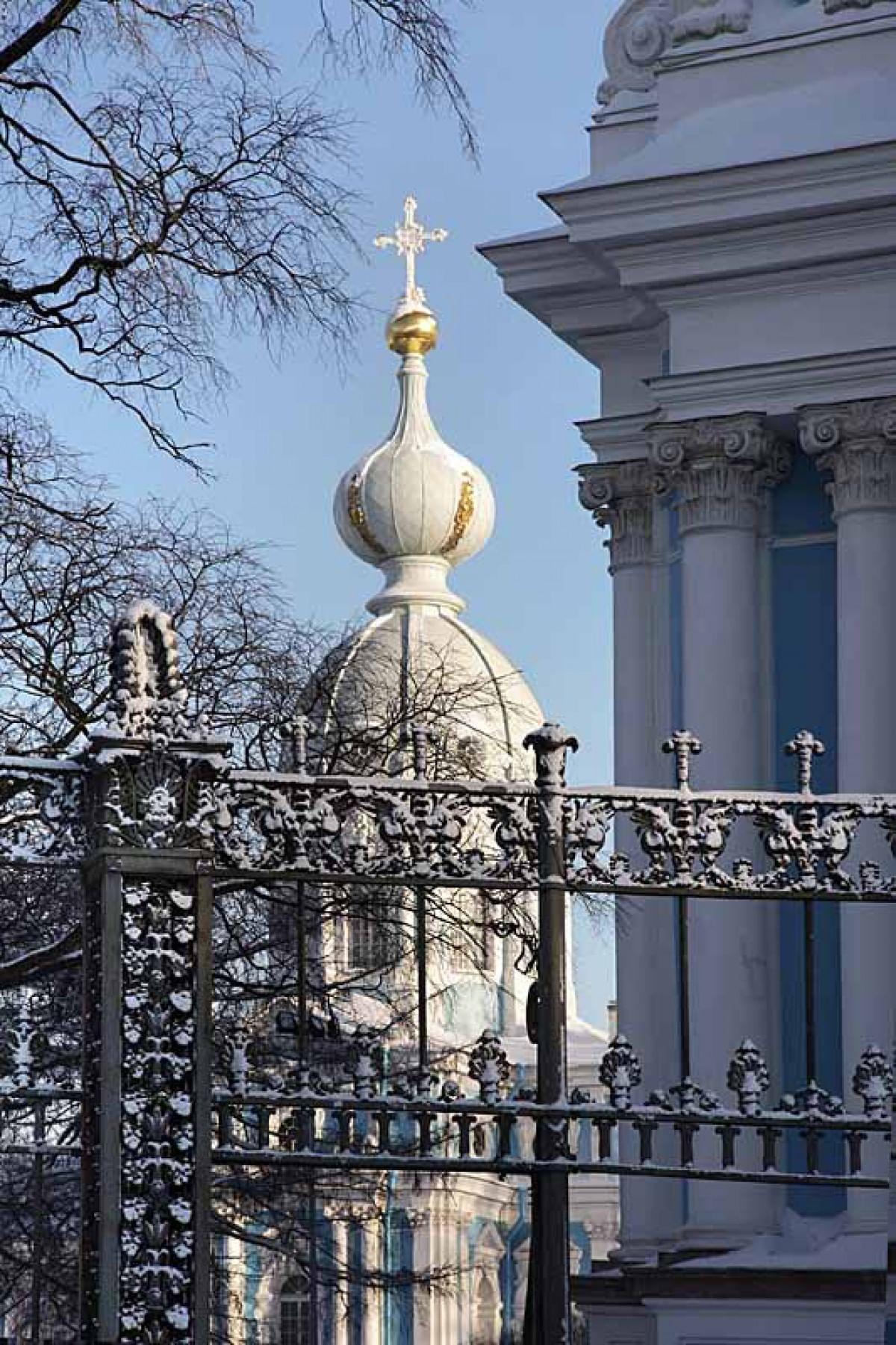 Памятник с ангелом Арск Лампадка из лезниковского гранита резная Алексеевская