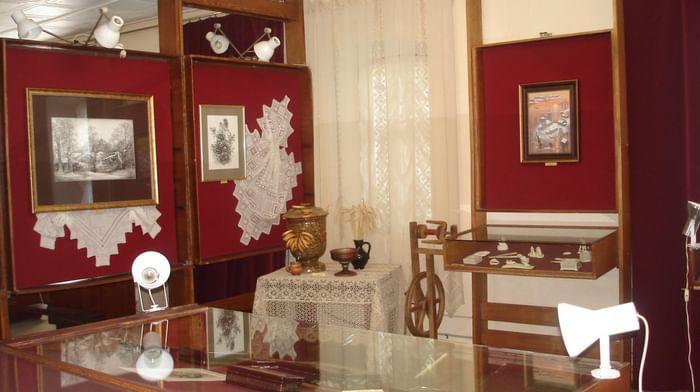 Государственный музей холуйского искусства