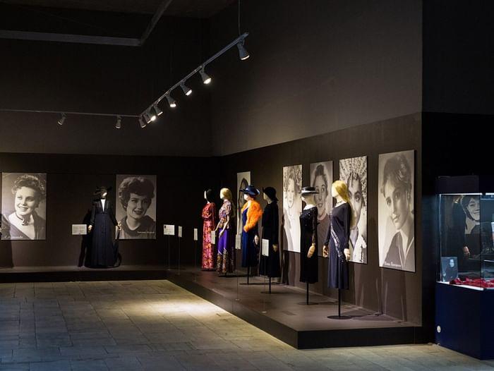 Выставка «Коды модного костюма»