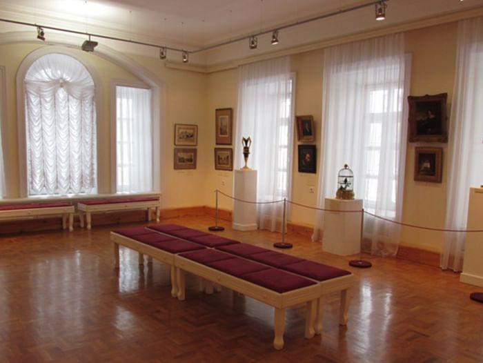 Выставка «...любить, творить, играть»