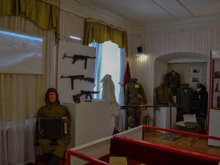 Выставка «Когда за окнами война»