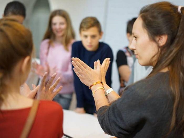 Практикум по жестовому пению