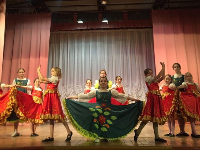 Торжественная программа «Весна и труд нам праздник несут»