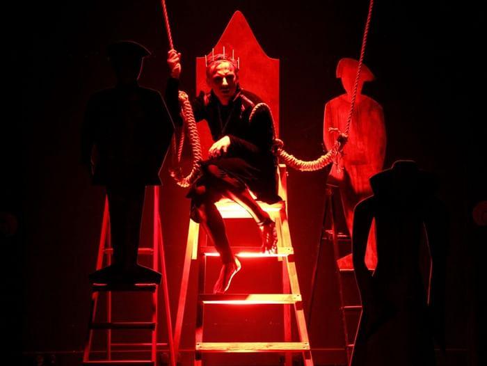 Спектакль «Мой трон на хрупком хрустале»