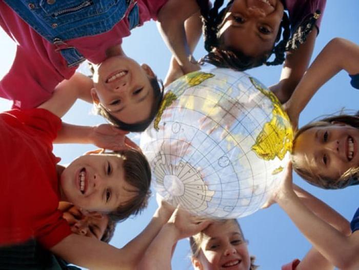 Театрализованный праздник «Дадим шар земной детям!»