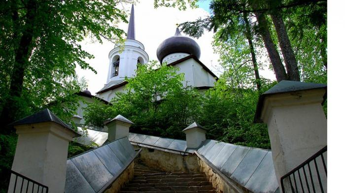 Успенский Святогорский мужской монастырь в Пушкинских Горах Псковской области