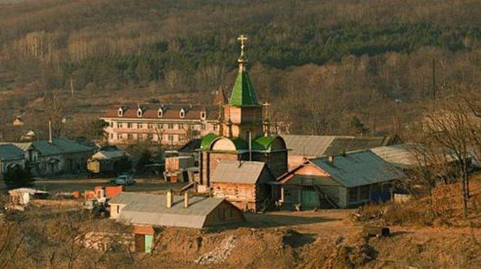 Троицкий Николаевский Уссурийский мужской монастырь в поселке Горные Ключи