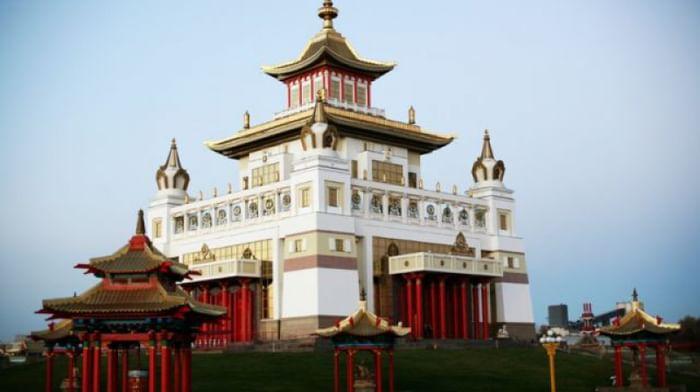 Храм «Золотая обитель Будды Шакьямуни», музей истории буддизма